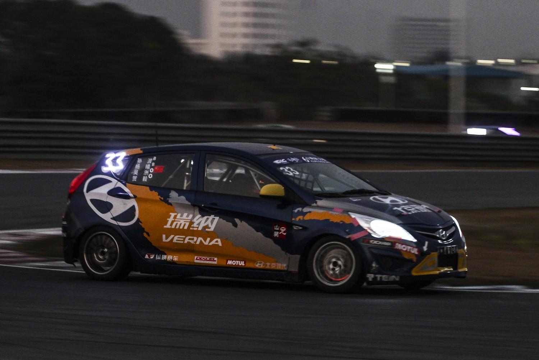 并且,4台赛车全部来自ctcc北京现代车队的瑞纳1.6l赛车.